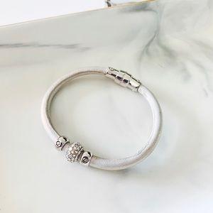 🍀🍀Henri Bendel Pearl White Bracelet